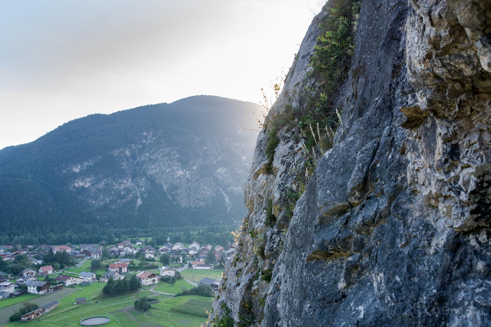 Blinzeln und warmen Fels unter den Sohlen